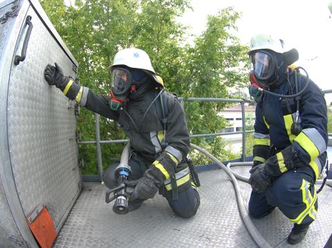fr den ernstfall wieder gut vorbereitet haben sich acht kameraden und eine kameradin der freiwilligen feuerwehr freising am freitagnachmittag - Feuerwehrubungen Beispiele