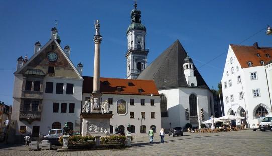 Marienplatz mit Rathaus, Brunnen