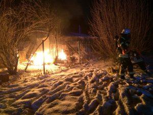Brand in Gartenanlage: Übergreifen auf Gewächshaus verhindert