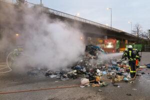 Am Wertstoffhof: Müll-Laster beginnt zu brennen